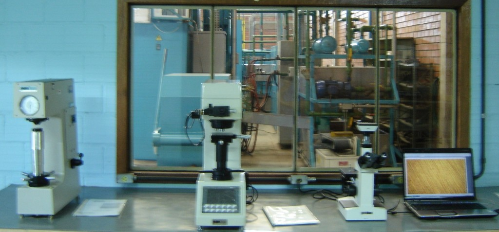 Controle de Qualidade Durometro Microdurometro e Microscopio